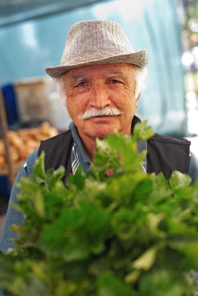marknad_norra_cypern_magasinet_frukt_vegetables_gubbe
