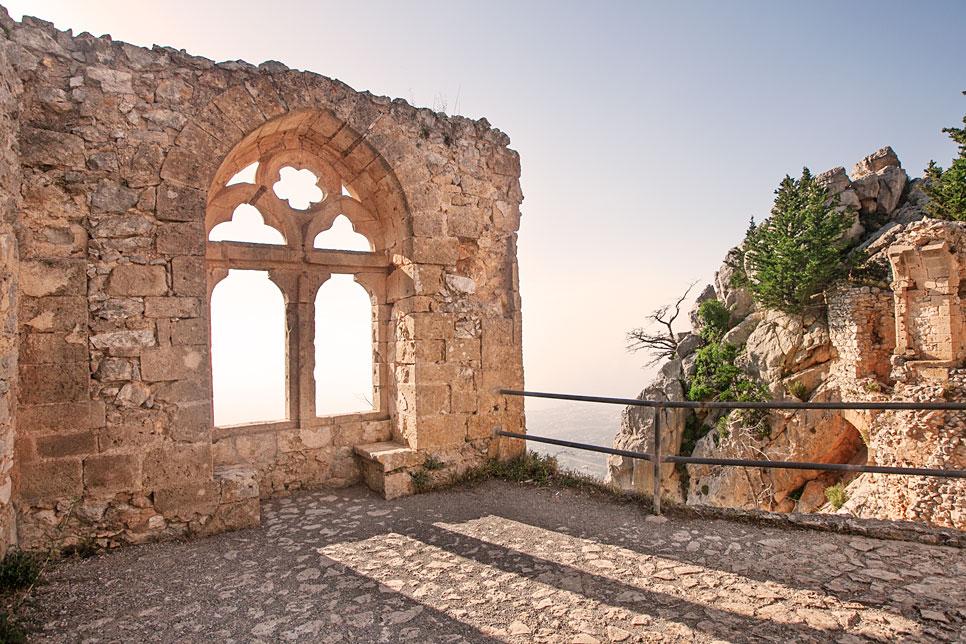 Norra-Cypern-ruiner-himmel-bevara