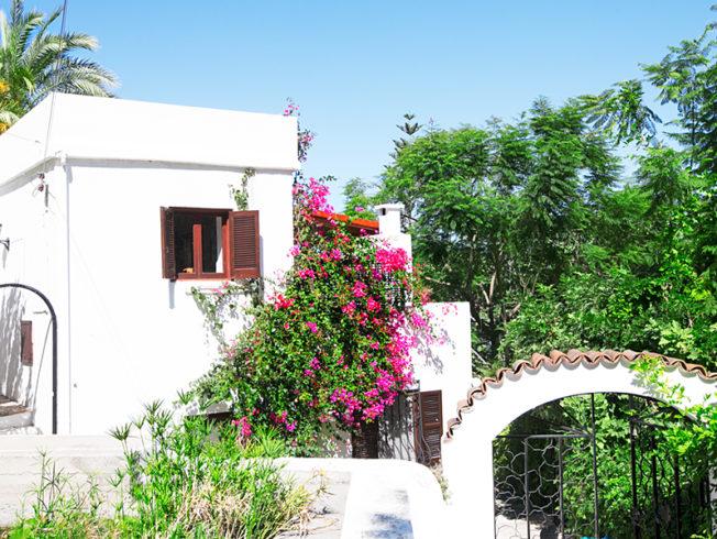 north-cyprus-white-house-in-karmi