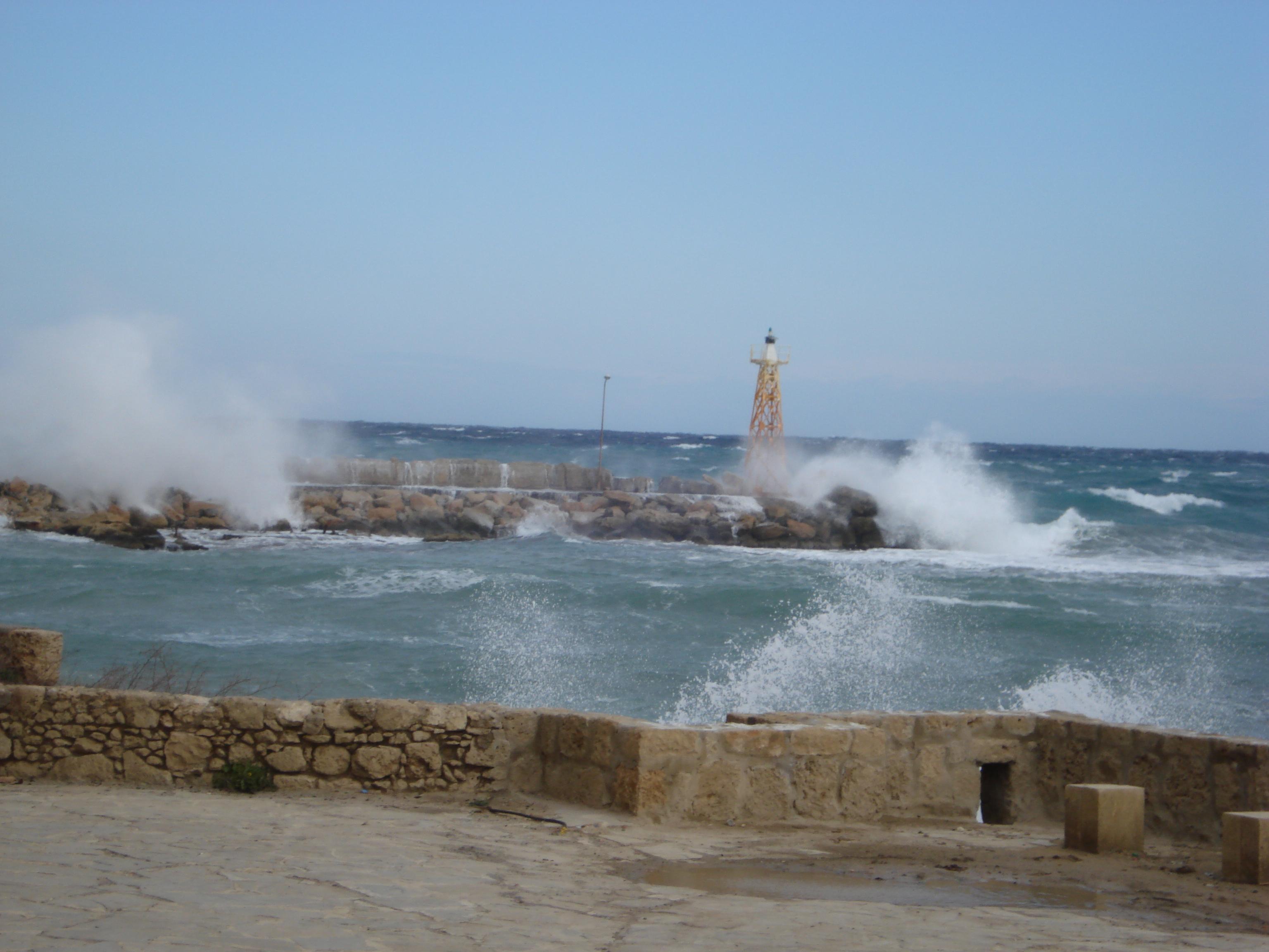north-cyprus-stormy-seas-kyrenia-harbour