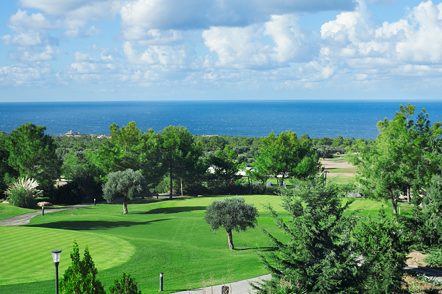 north-cyprus-golf-blue-sky-green-grass
