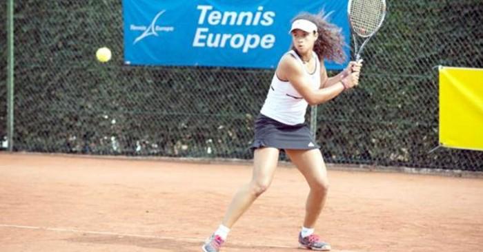 Eliz-Maloney-Yorganci-playing-tennis