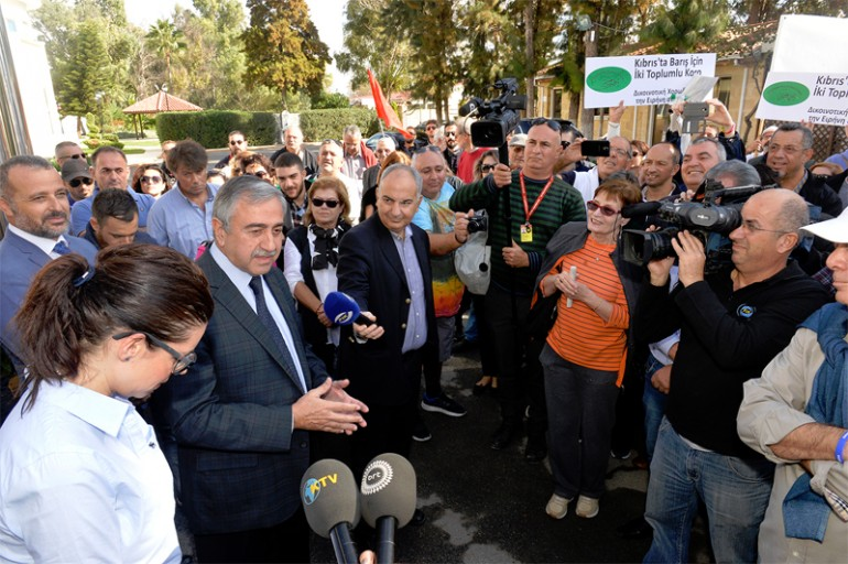 mustafa-akinci-with-GMOs-Cyprus-solution