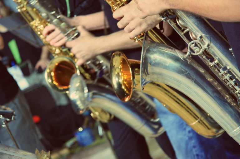stasikratous-christmas-cheer-trumpets