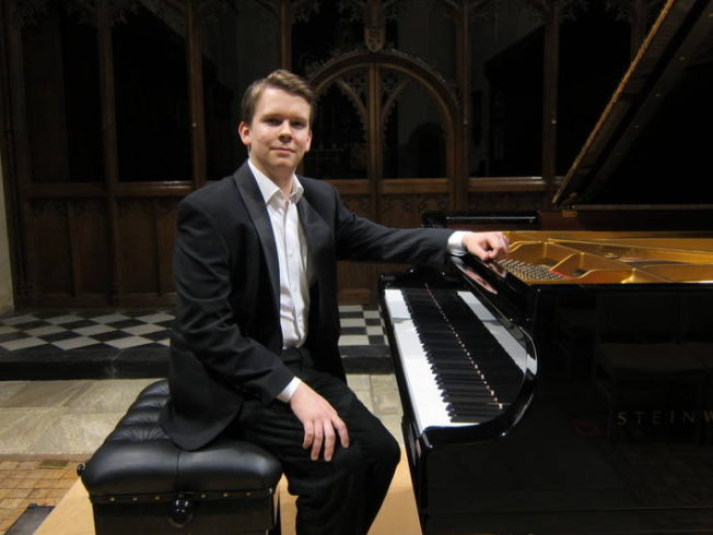 British pianist play Shoe Factory